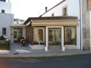 Este hotel dispone de bar-cafetería y de uno de los restaurantes más prestigiosos de la zona.