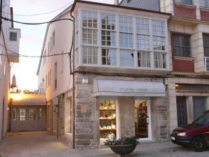 El Hotel Vila de Viana es un hotel de reciente apertura que cuenta con diez habitaciones y precios muy asequibles.