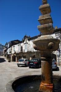 El pilón de la Plaza Mayor se erigió en memoria de los ajusticiados tras la revuelta de 1830.
